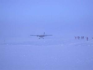 airplane bad weather