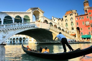 Venice_gondola_bridge